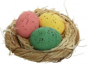 Nido con 3 uova di pasqua