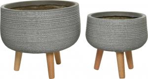 Vasi in terracotta con gambe in legno