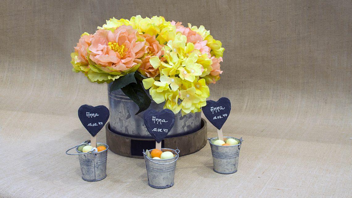 Centrotavola floreale con confetti