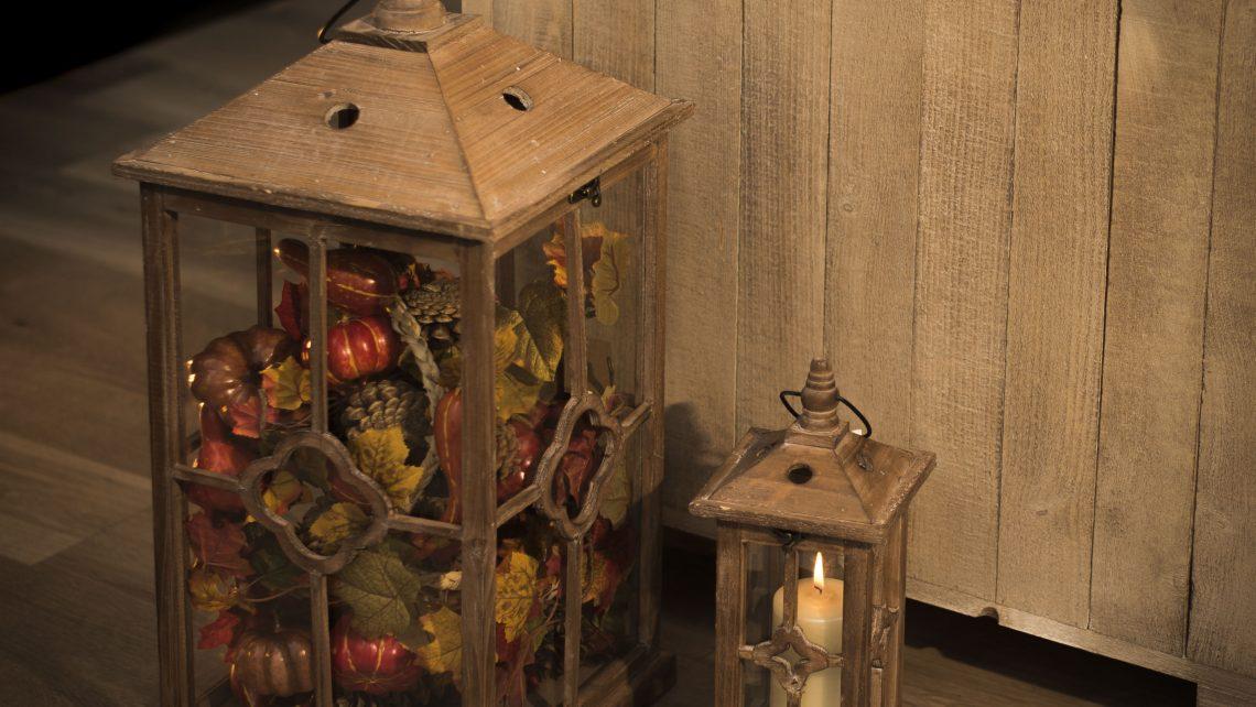 Lanterne con pigne e candela