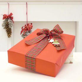 Decoriamo con i nastri confezioni regalo originali e alternative.