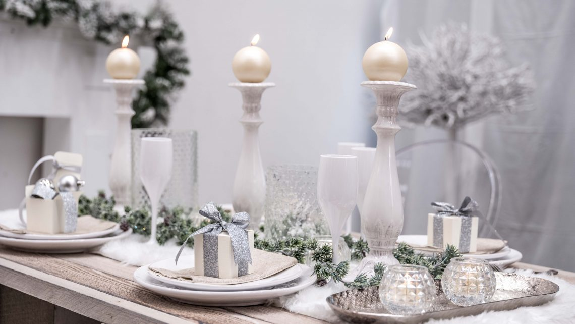 Tavola natalizia e elegante.