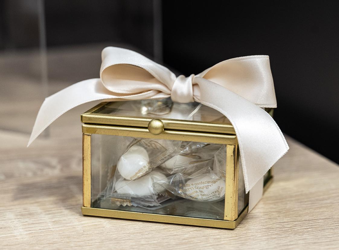 Bomboniere per matrimonio 2021, allestimenti raffinati e confettate golose per un matrimonio elegante e indimenticabile6