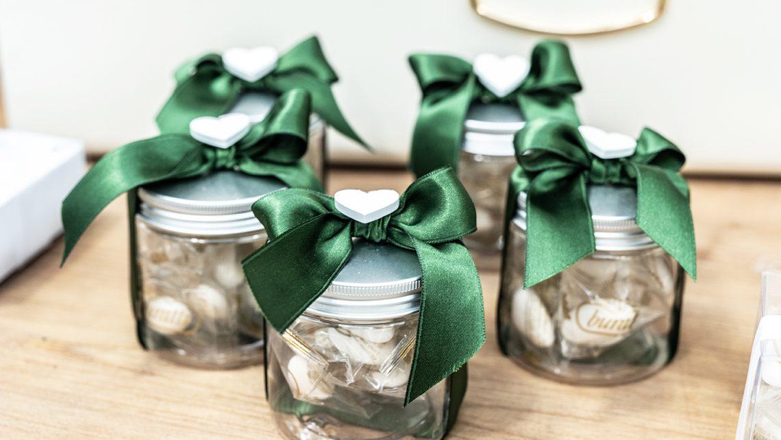 Confettata-vasetti-Idee-di-allestimento-per-matrimonio-bomboniere-e-accessori-per-celebrare-con-stile