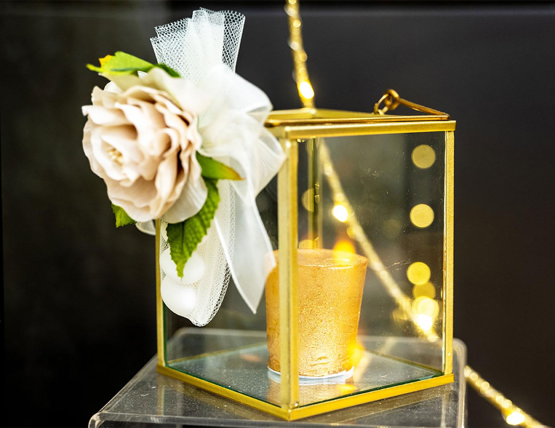 Lanterna-dorata-Confetti-e-Idee-di-allestimento-per-matrimonio-bomboniere-e-accessori-per-celebrare-con-stile