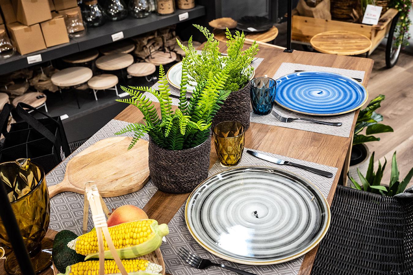 _I-prodotti-per-la-mise-en-place-di-Incartare.-Scopri-piatti,-bicchieri,-posate-e-accessori-per-la-tavola,-ristoranti-e-cafetterie1