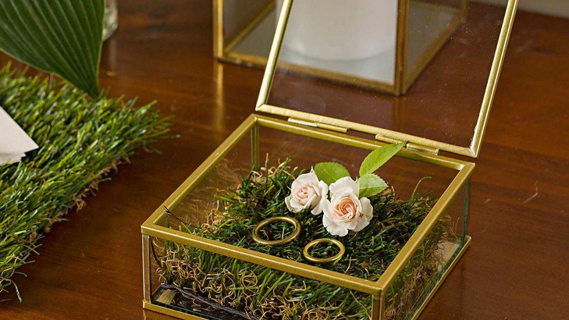scatola-vetro-metallo-oro-portafedi