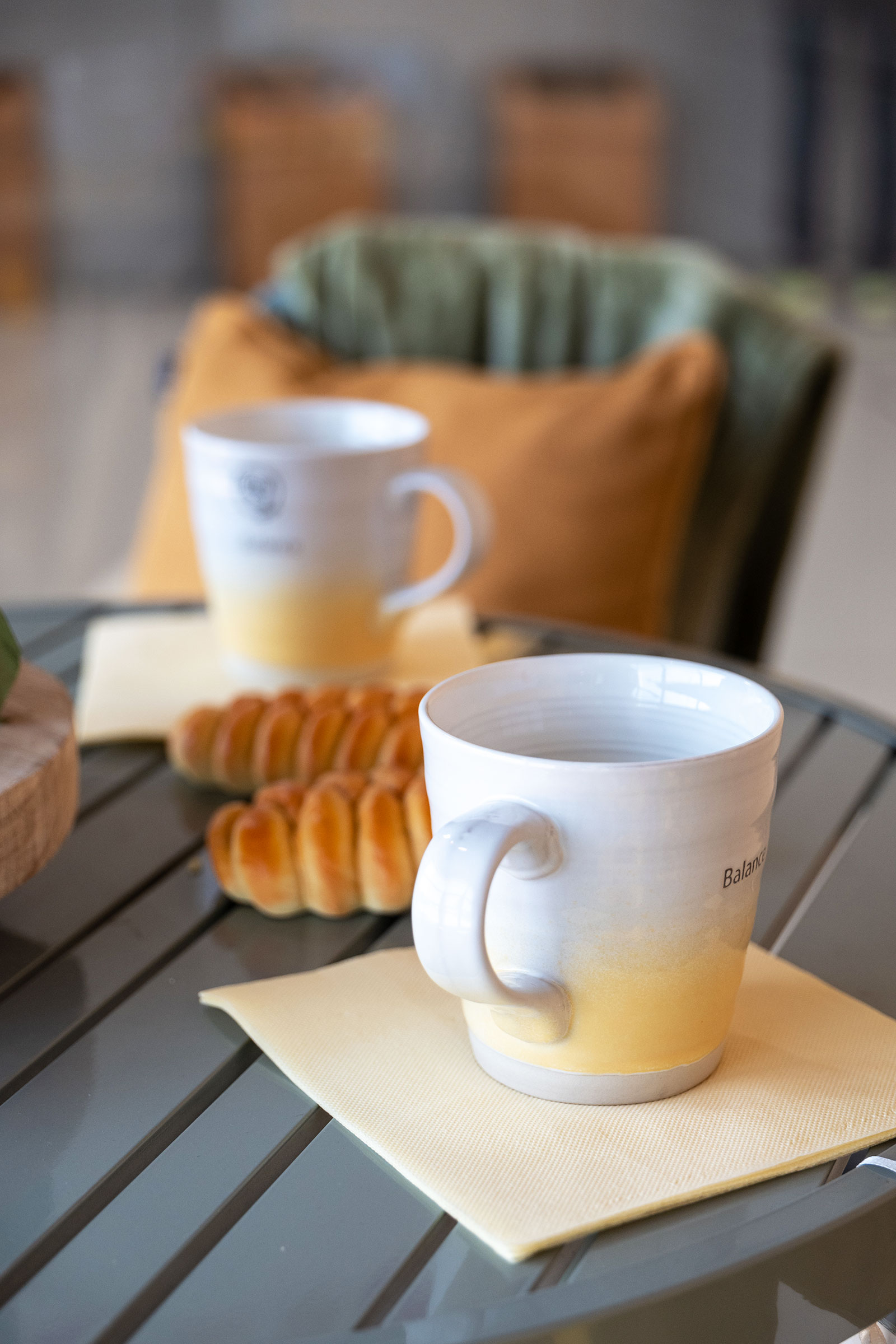 Mug-colorate-in-ceramica-per-le-colazioni-autunnali