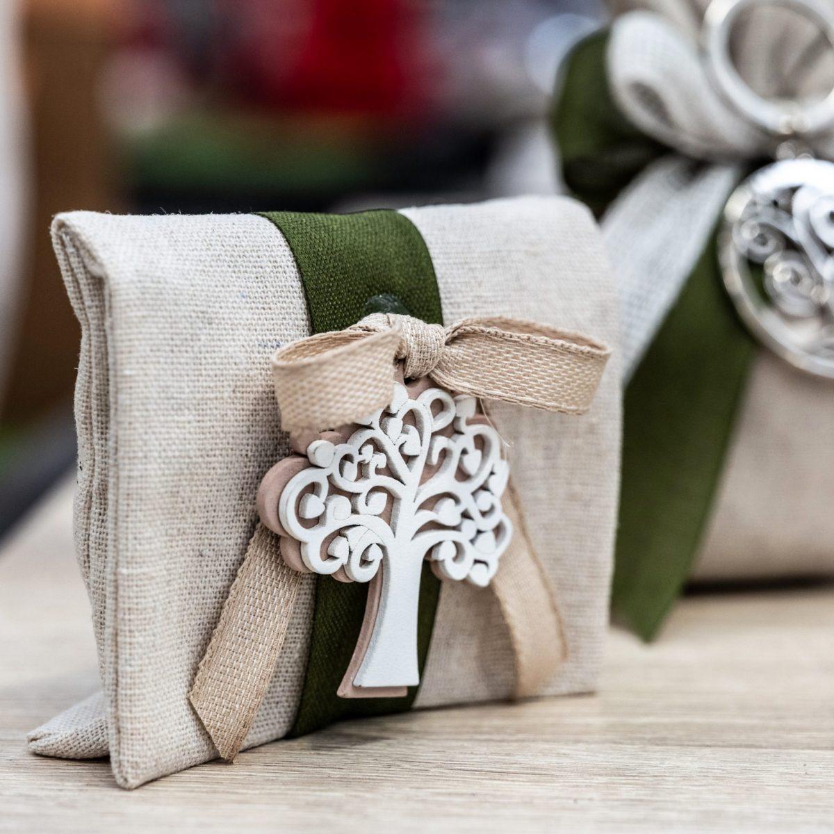 Bomboniere-per-matrimonio-2021-allestimenti-raffinati-e-confettate-golose-per-un-matrimonio-elegante-e-indimenticabile4-scaled